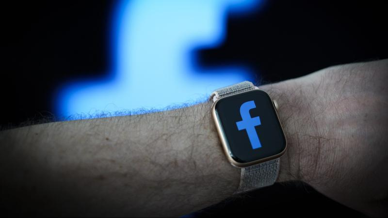 OKOSESZKÖZÖKA Facebook okosórája levehető kamerával érkezhet
